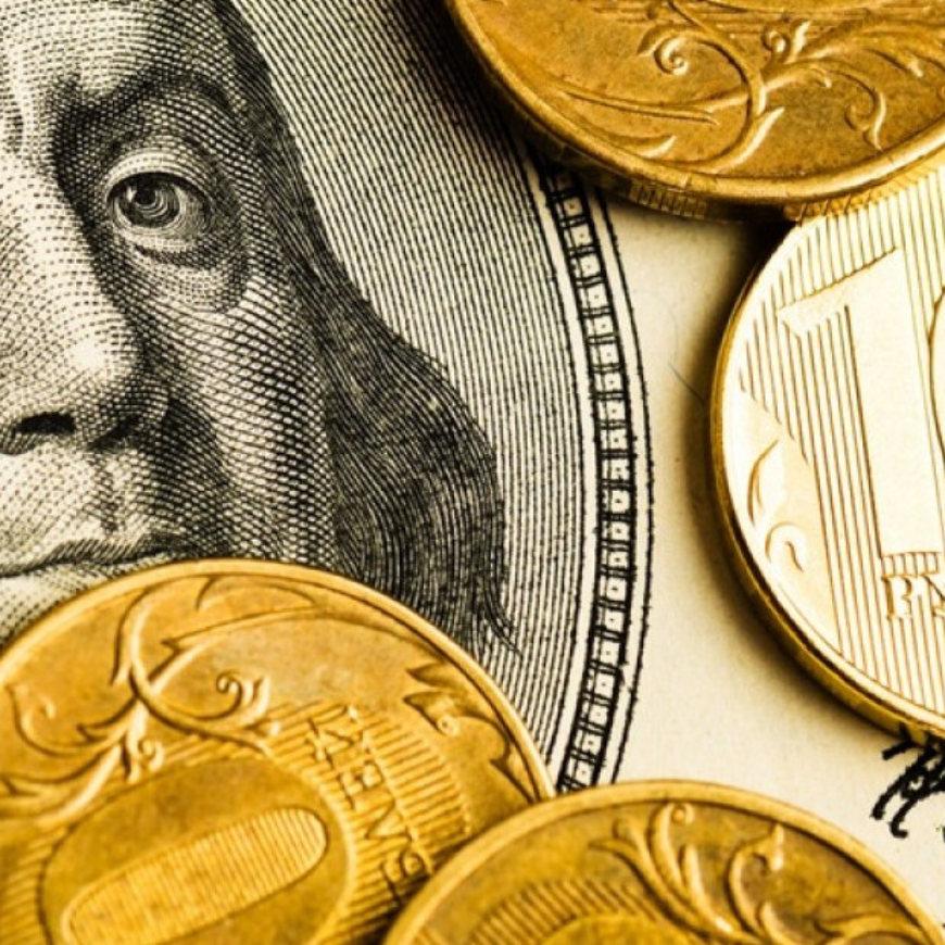 Сберегающих все меньше. Но верность рублю по-прежнему высока.