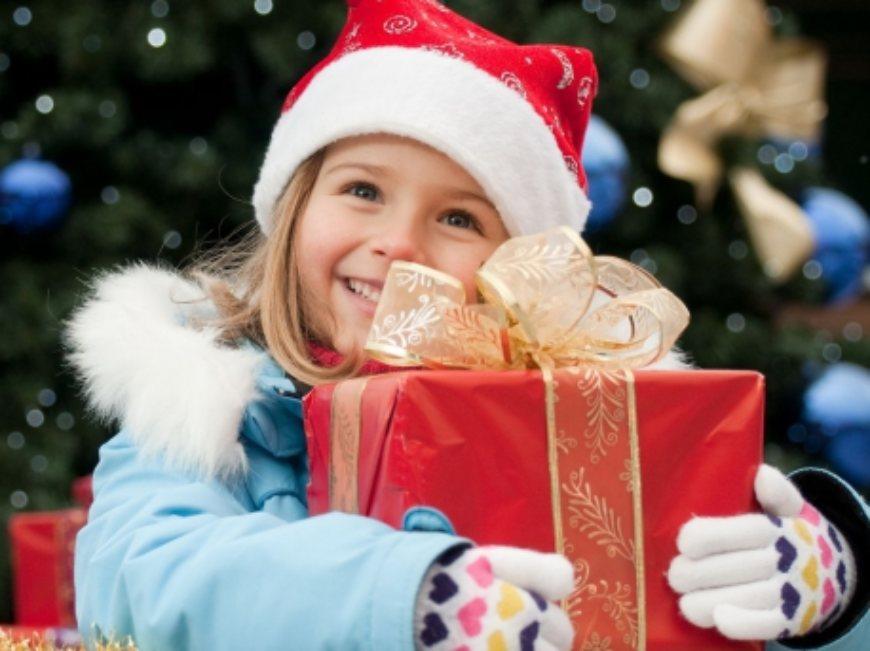Примеры успешных новогодних акций: чудо, семейные ценности и смех
